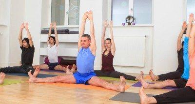Le yoga permet de se détendre et de faire du sport